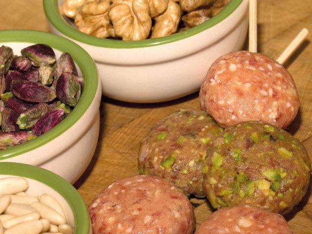 Pratos principais: Espetadas de almôndegas estaladiças