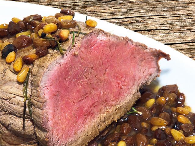 Platos principales: Carne asada con pasas de uva y piñones