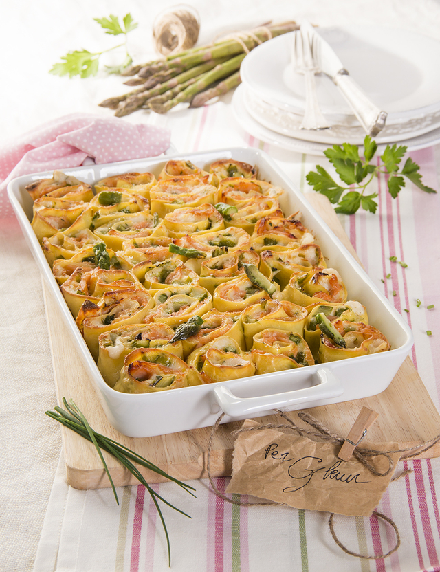 Asparagus and smoked salmon rosette