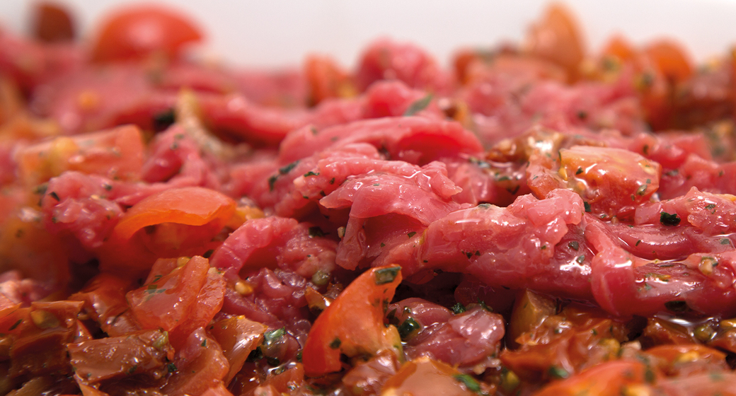 Carne deshebrada con tomatitos