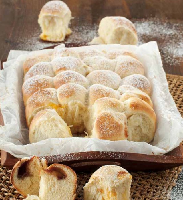 Pequenas bolas de pão recheadas com geleia
