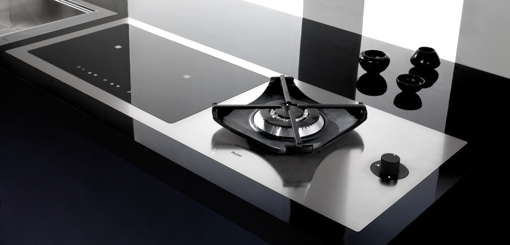 STELLARE INDUCTION HOB Cooking innovation in a dark suit
