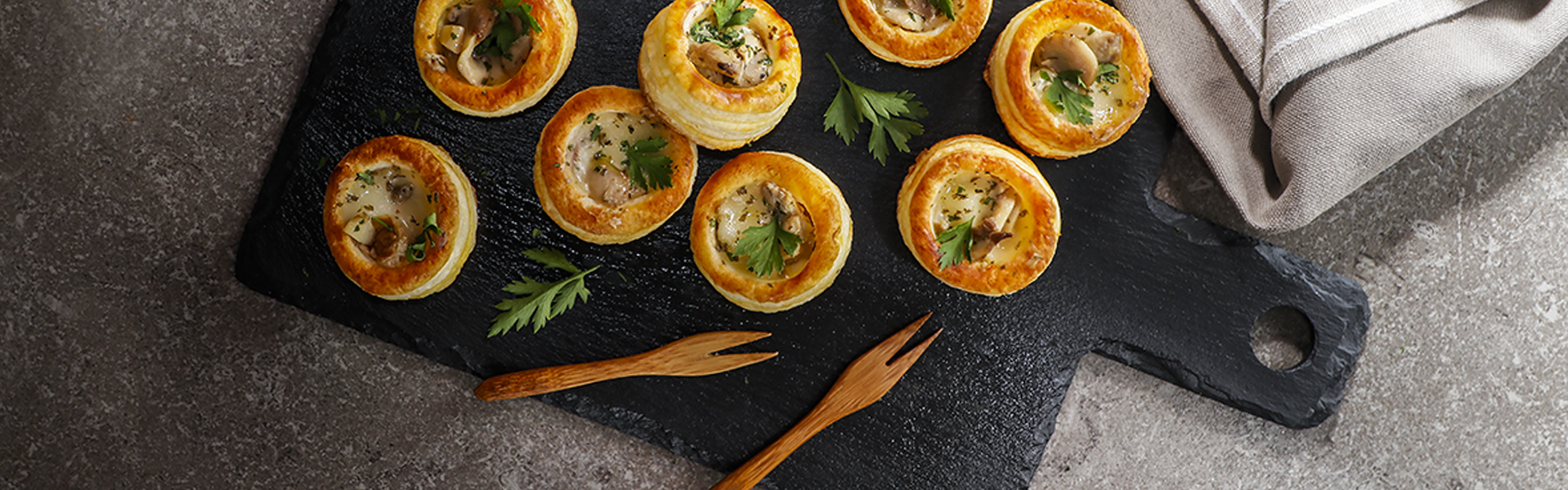 Vol-au-vent stuffed with taleggio cheese and courgettes