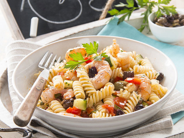First dishes: Fusilli with vegetables, olives and prawns