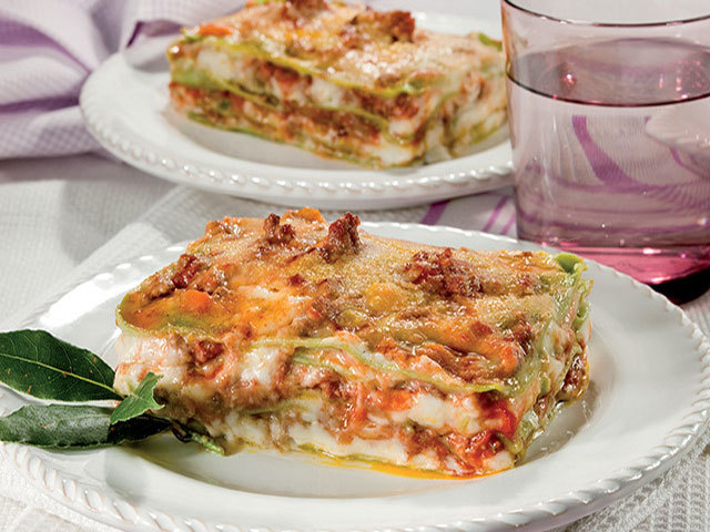 First dishes: Green lasagne with ragù