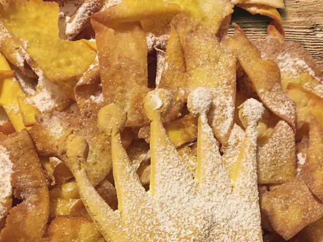 甜點: Silvana's 'frappe' carnival pastries