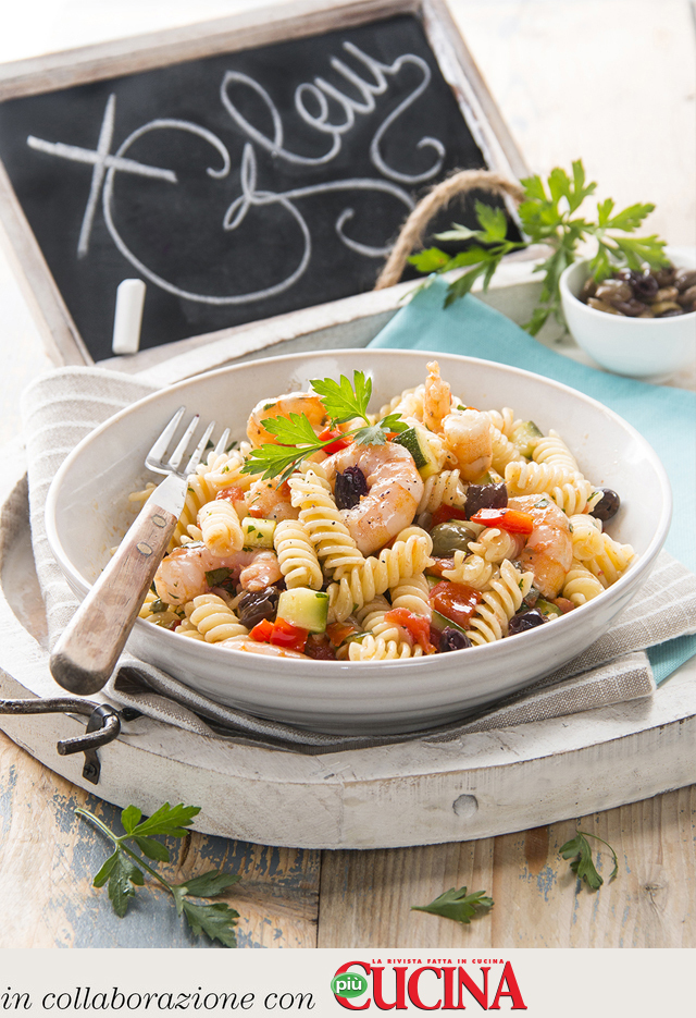 Fusilli with vegetables, olives and prawns